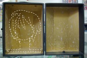 かつら箱を開いた所。ここにかつらを入れて持ち運びます。